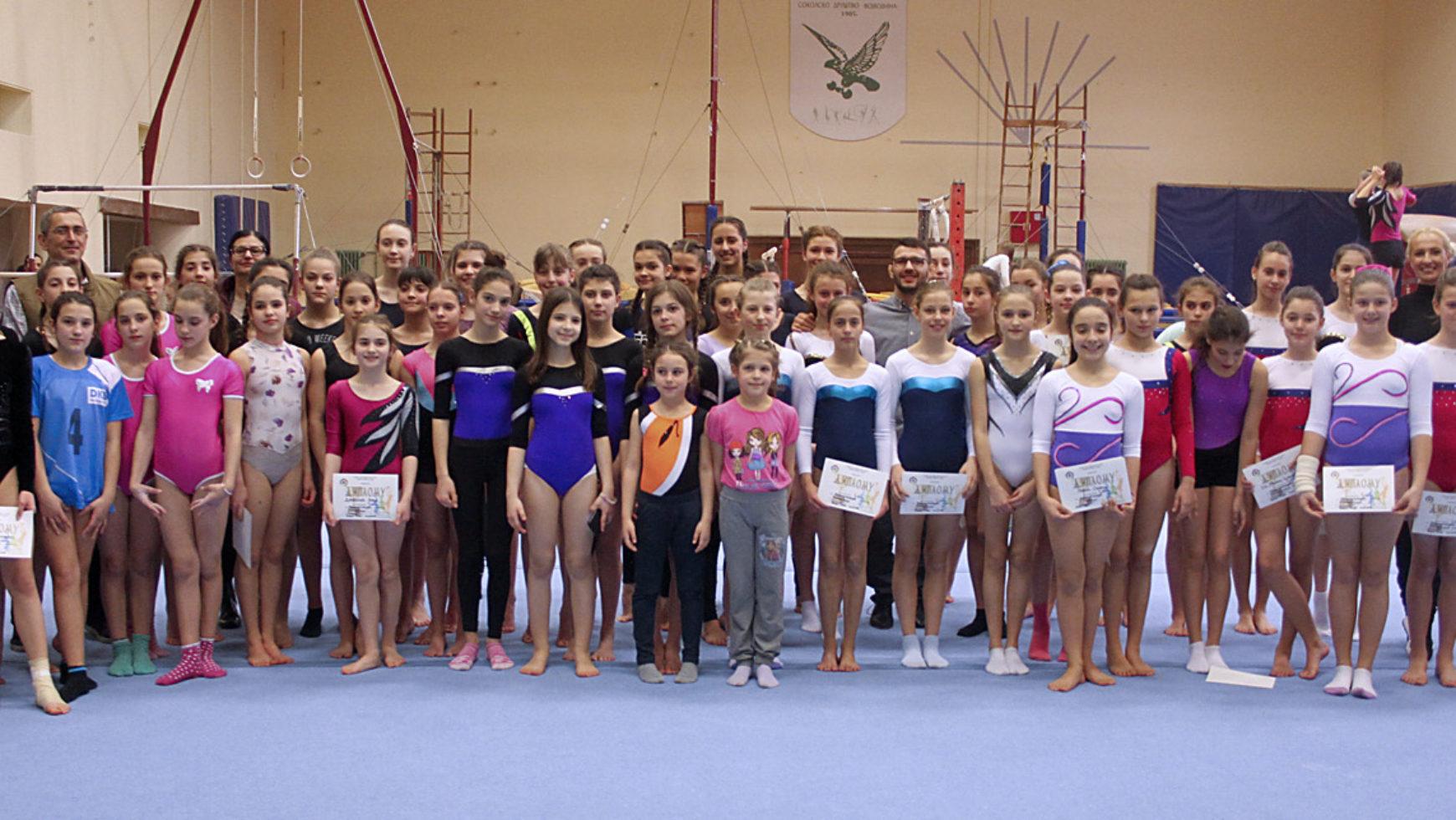 Davor Štefanek posetio gimnastičarke